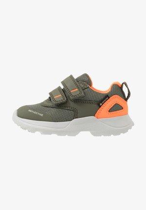RUSH - Sneaker low - grün/orange