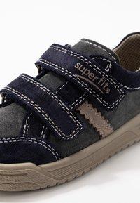 Superfit - EARTH - Chaussures à scratch - blau/beige - 2