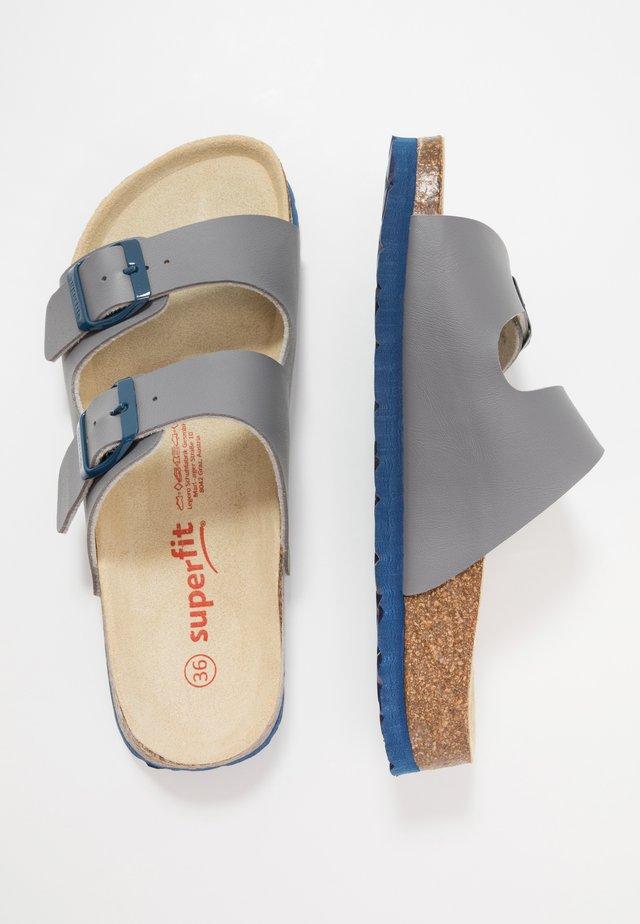 Pantofole - grau