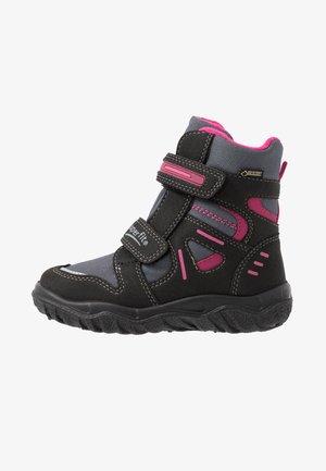 HUSKY - Winter boots - schwarz/rot