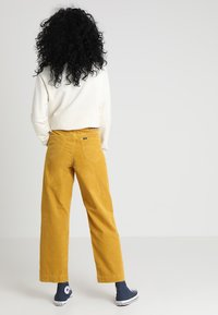 Lee - WIDE LEG - Trousers - harvest gold - 2