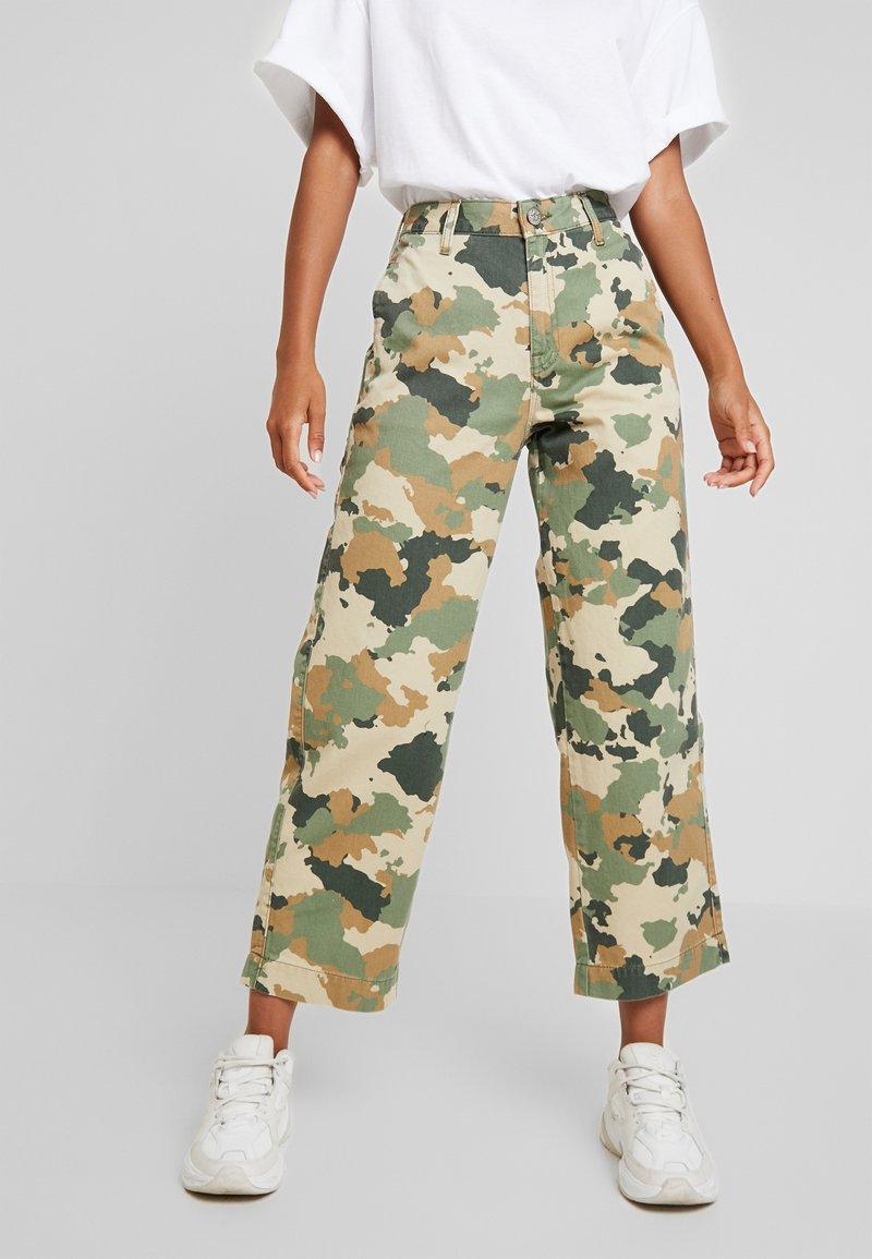 Lee - WIDE LEG - Flared Jeans - green/beige