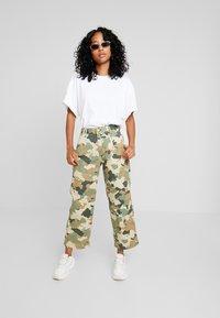 Lee - WIDE LEG - Flared jeans - green/beige - 1