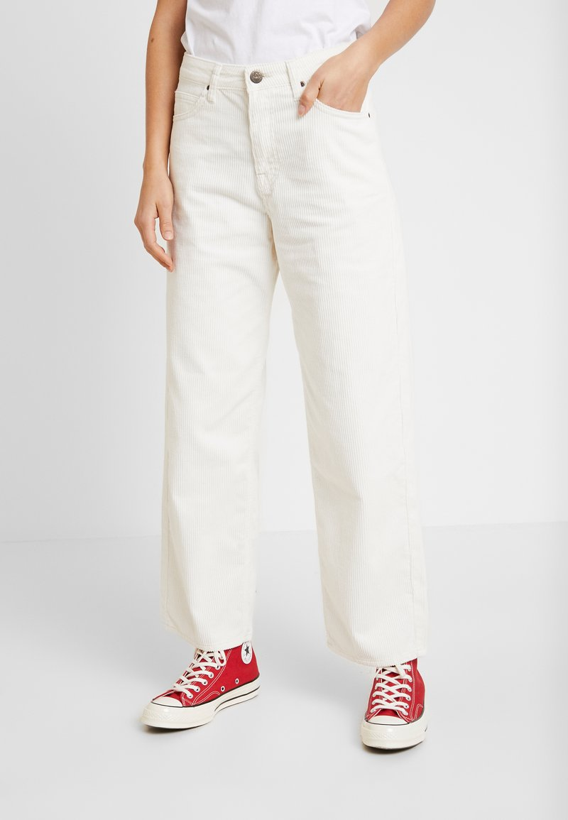 Lee - 5 POCKET WIDE LEG - Trousers - off white