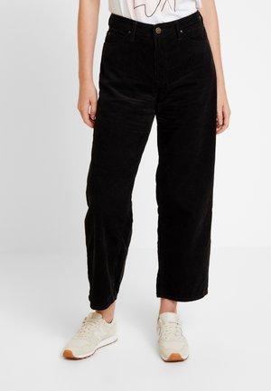 5 POCKET WIDE LEG - Pantalones - black