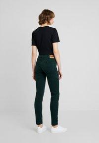 Lee - SCARLETT - Pantalon classique - pine grove - 4