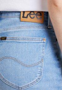 Lee - MID SKIRT - A-lijn rok - light blue denim - 5