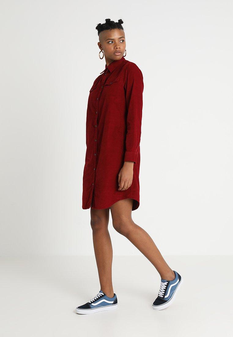 Lee - DRESS - Freizeitkleid - rhubarb red