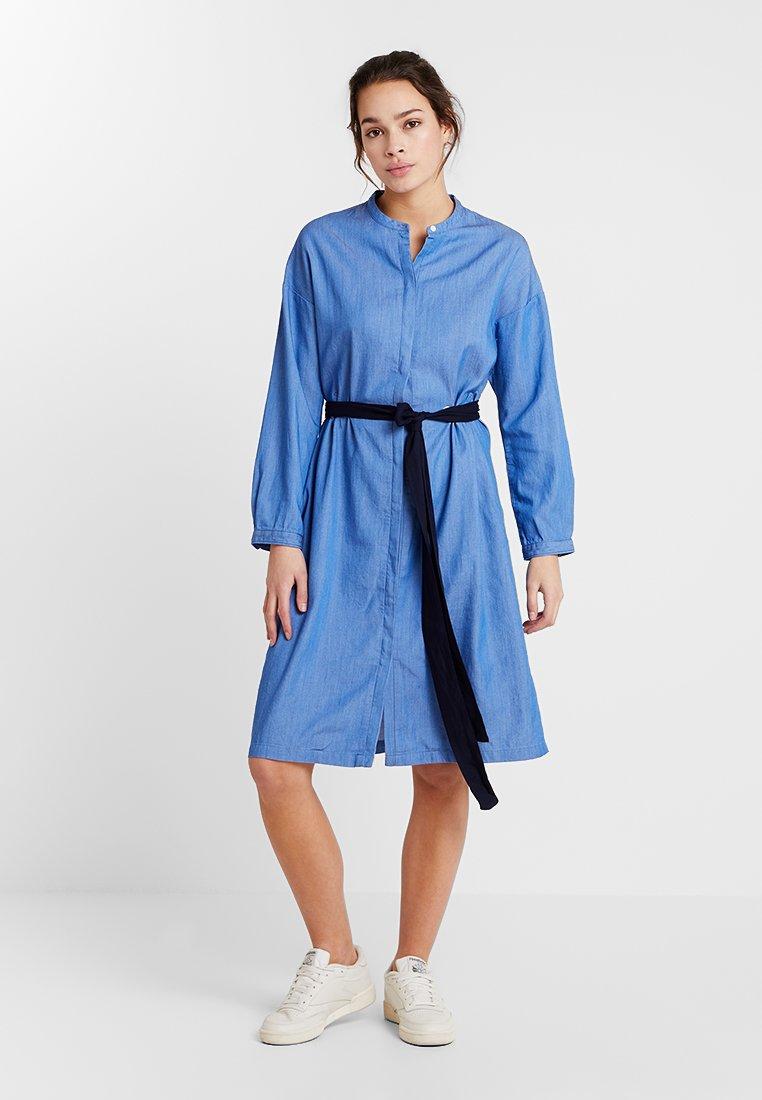 Lee - EYELET DRESS - Blusenkleid - dipped blue
