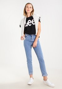 Lee - LOGO TEE - T-shirt z nadrukiem - black - 1
