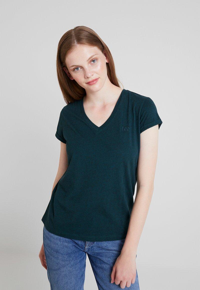 Lee - V NECK TEE - T-Shirt basic - dark bottle green