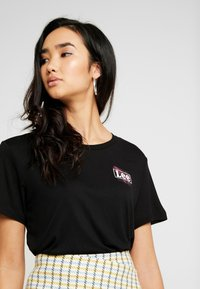 Lee - RELAXED FIT TEE - T-shirt con stampa - black - 4