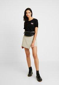 Lee - RELAXED FIT TEE - T-shirt z nadrukiem - black - 1