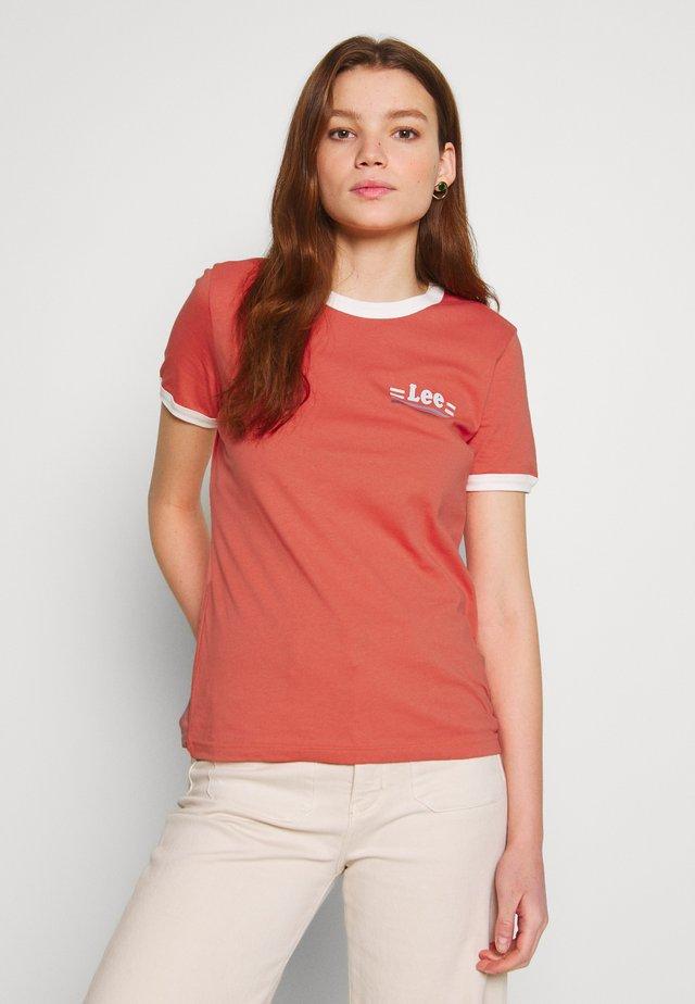 RINGER TEE - T-shirt z nadrukiem - red