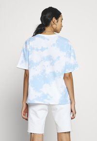 Lee - TIE DYE GRAPHIC TEE - T-shirt con stampa - sky blue - 2
