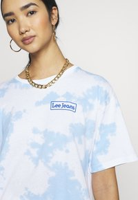 Lee - TIE DYE GRAPHIC TEE - T-shirt con stampa - sky blue - 5