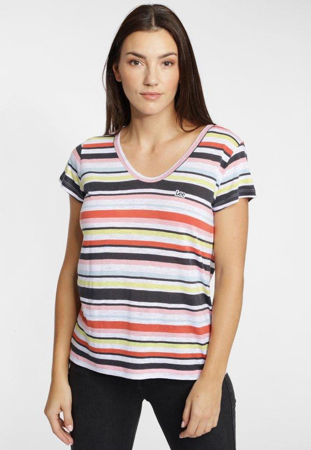 SCOOP NECK TEE - T-shirt z nadrukiem - pink
