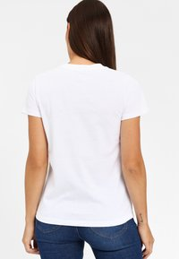Lee - SEASONAL  - T-shirt z nadrukiem - white - 2