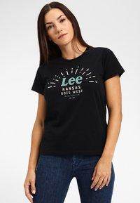 Lee - SEASONAL  - T-shirt z nadrukiem - black - 0
