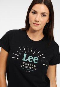 Lee - SEASONAL  - T-shirt z nadrukiem - black - 3