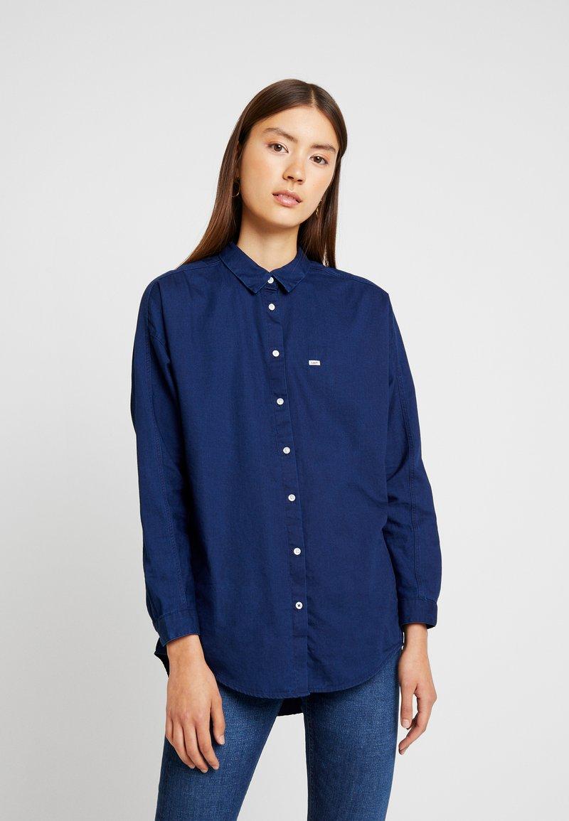 Lee - OVERSIZED - Button-down blouse - sky captain