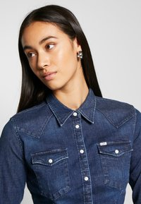 Lee - SLIM WESTERN - Overhemdblouse - washed blue - 4