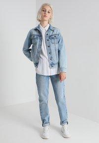 Lee - RIDER JACKET - Džínová bunda - light blue denim - 2
