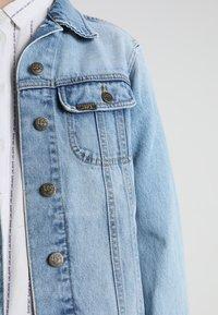 Lee - RIDER JACKET - Džínová bunda - light blue denim - 6