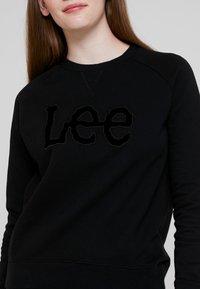 Lee - ESSENTIAL LOGO - Felpa - black - 4