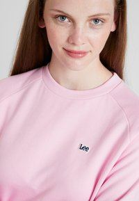 Lee - PLAIN CREW NECK - Sweatshirt - frost pink - 5