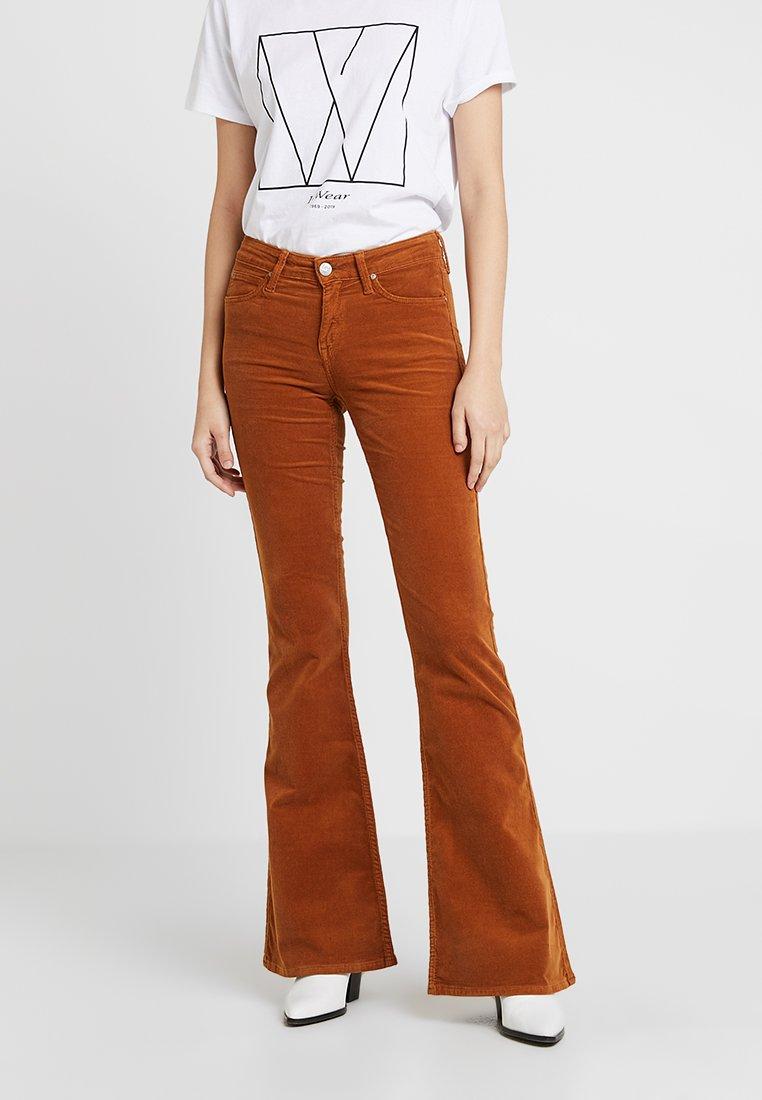 Lee - CHAFFEE - Flared jeans - ochre
