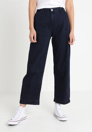 WIDE LEG - Jeans a zampa - power blue