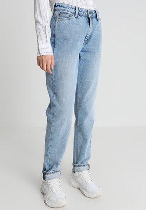 MOM STRAIGHT - Jeans straight leg - light blue denim
