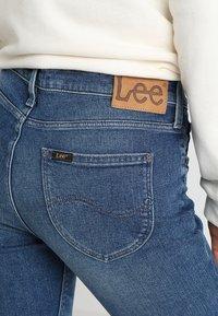 Lee - HOXIE - Jeans bootcut - light blue denim - 5