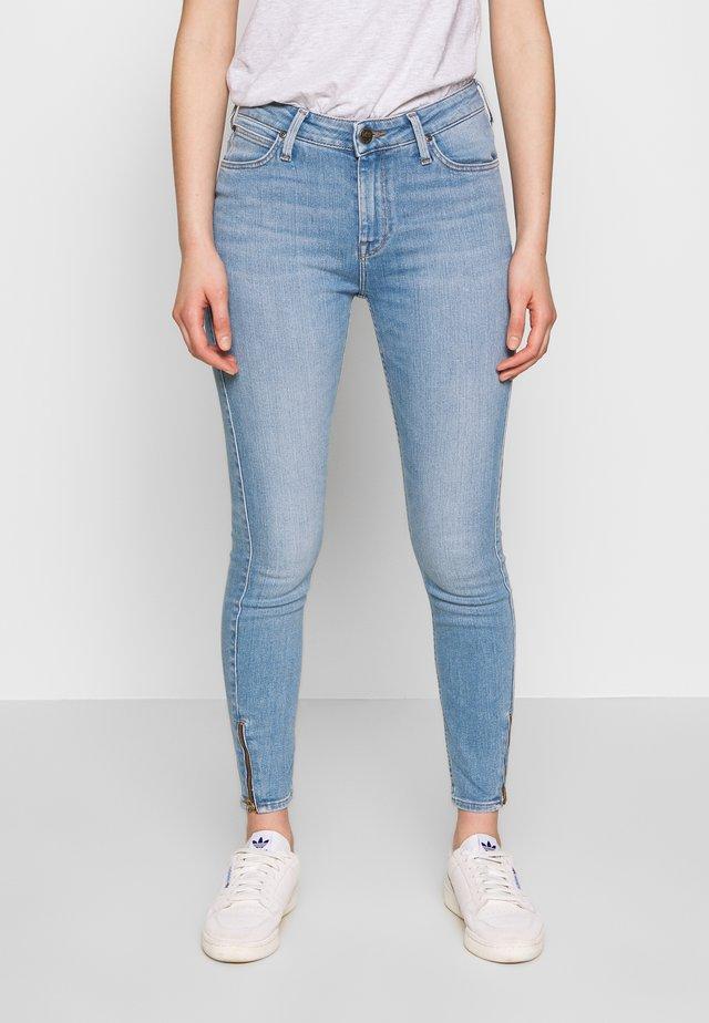 SCARLETT HIGH ZIP - Jeansy Skinny Fit - broken blue