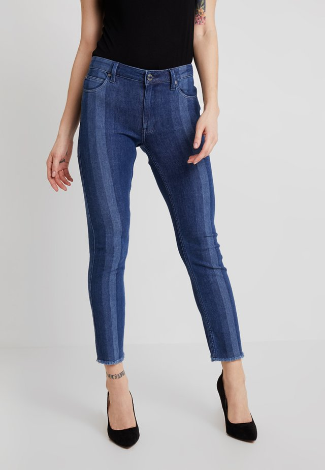 ELLY BODY OPTIX - Slim fit -farkut - blue denim