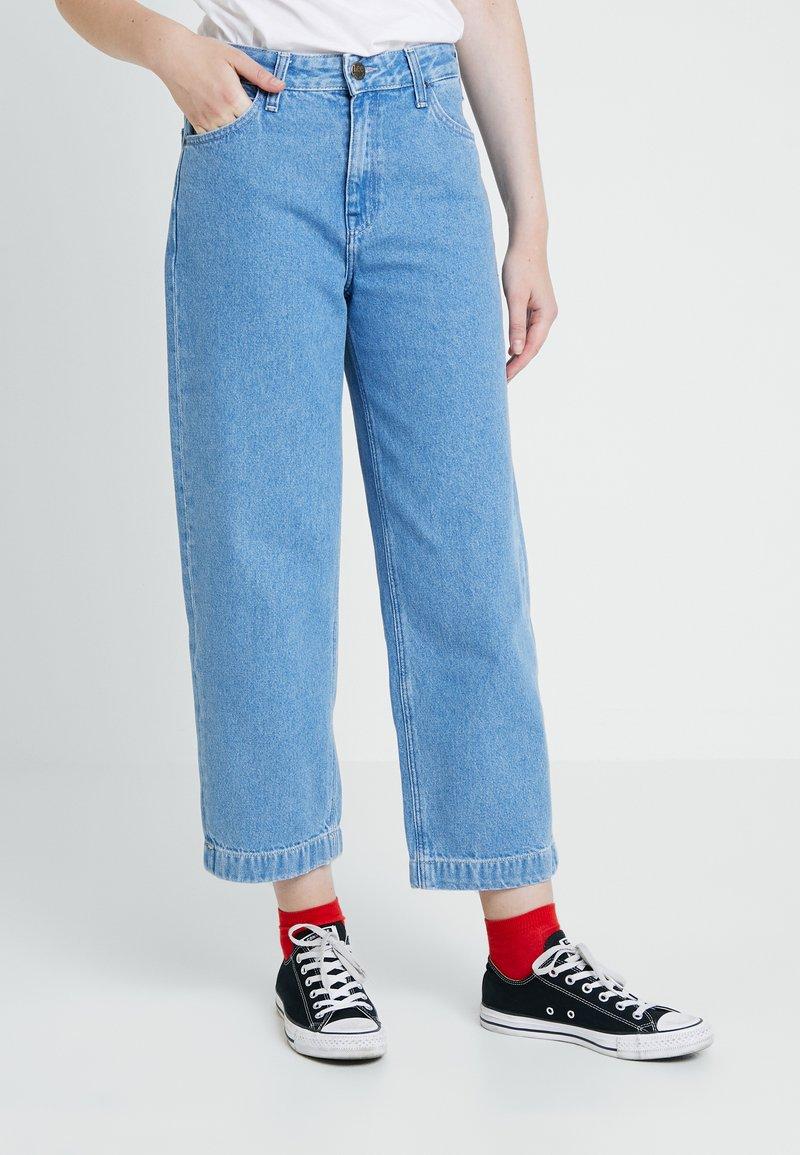 Lee - WIDE LEG VARIATION - Flared Jeans - blue denim