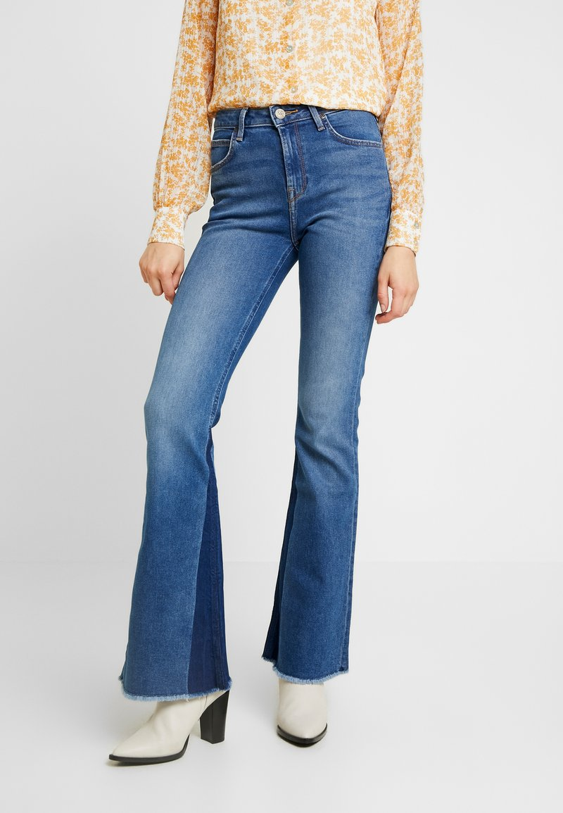 Lee - BREESE - Flared Jeans - blue denim