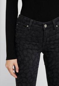 Lee - SCARLETT BODY OPTIX - Jeans Skinny Fit - faded black - 3