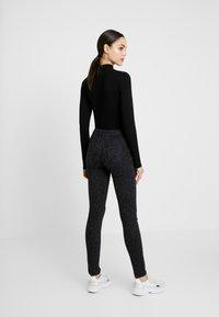 Lee - SCARLETT BODY OPTIX - Jeans Skinny Fit - faded black - 2