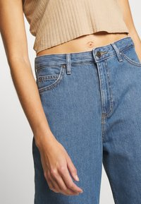 Lee - A LINE - Flared Jeans - clean rosewood - 4