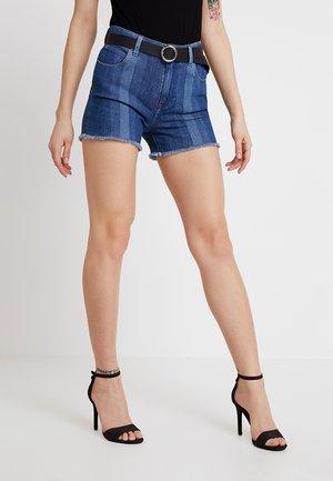 CUT OFF SHORT BODY OPTIX - Jeansshort - laser stripe