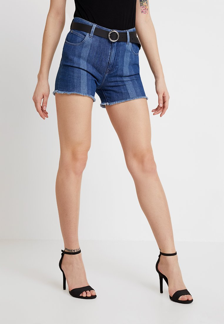 Lee - CUT OFF SHORT BODY OPTIX - Jeans Shorts - laser stripe