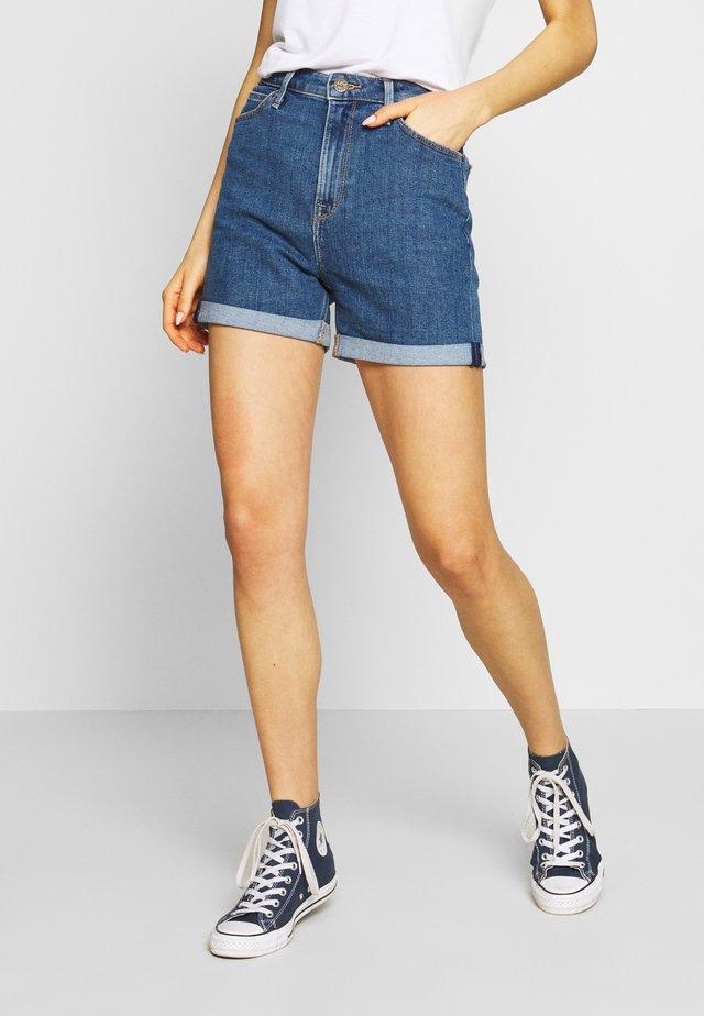 MOM - Szorty jeansowe - mid stonewash