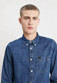 Lee - BUTTON DOWN REGULAR FIT - Camicia - dipped blue - 4