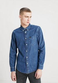 Lee - BUTTON DOWN REGULAR FIT - Camicia - dipped blue - 0