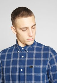 Lee - BUTTON DOWN REGULAR FIT - Camicia - washed blue - 4