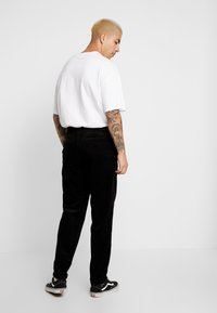 Lee - RELAXED CHINO - Spodnie materiałowe - black - 2
