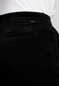 Lee - RELAXED CHINO - Spodnie materiałowe - black - 3