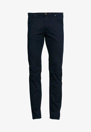 DAREN ZIP FLY - Pantalones - dark navy
